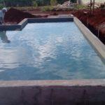 Impermeabilização de piscina com estrutura no solo, sistema Aplicado resina polimérica e termoplástica